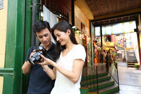 Single-lens reflex camera, Lens, Photographer, Camera, Digital camera, Reflex camera, Camera lens, Black hair, Cameras & optics, Camera accessory,