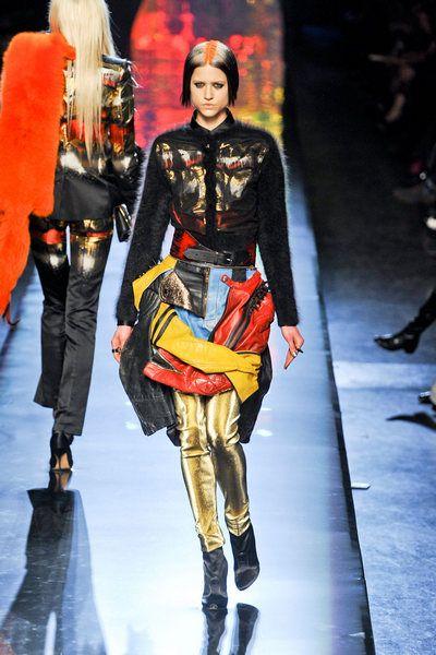 Footwear, Leg, Runway, Fashion show, Fashion model, Costume design, Fashion, Knee, Thigh, Street fashion,