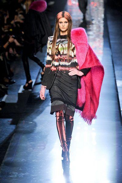 Fashion show, Runway, Winter, Outerwear, Pink, Style, Fashion model, Magenta, Street fashion, Fashion,