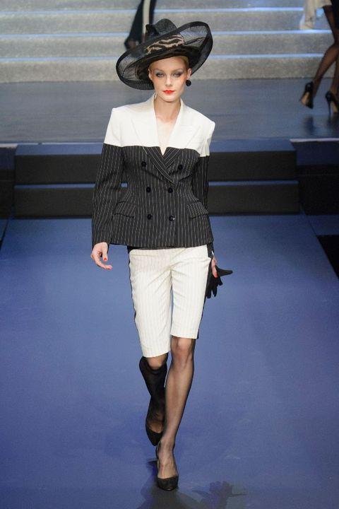 Leg, Hat, Shoulder, Human leg, Joint, Fashion show, Style, Fashion model, Knee, Sun hat,
