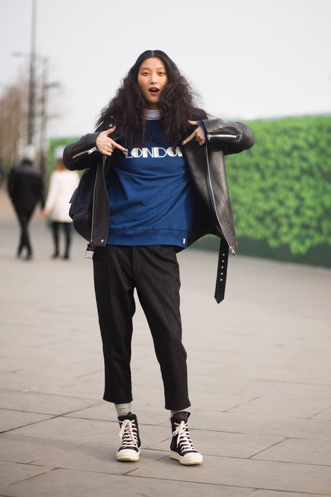 Shoe, Outerwear, Standing, Jacket, Street fashion, Knee, Sneakers, sweatpant, Active pants, Long hair,