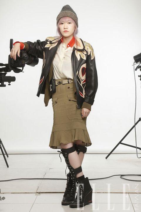 Sleeve, Khaki, Style, Knee, Fashion model, Costume design, Fashion, Beige, Street fashion, Fashion design,