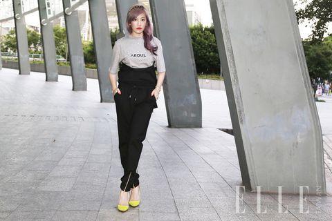 White, Style, Street fashion, Fashion, Black, Waist, Snapshot, Fashion design, Ankle, Fashion model,