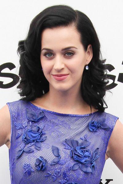 Hairstyle, Shoulder, Eyebrow, Eyelash, Style, Beauty, Jewellery, Neck, Electric blue, Cobalt blue,