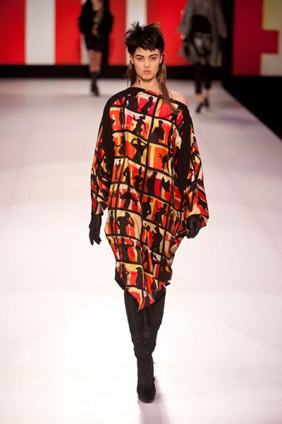 Fashion show, Shoulder, Joint, Runway, Red, Style, Winter, Fashion model, Fashion, Street fashion,