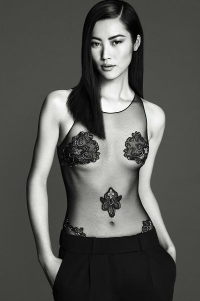 Human body, Shoulder, Brassiere, Waist, Joint, Standing, Chest, Style, Fashion model, Monochrome photography,