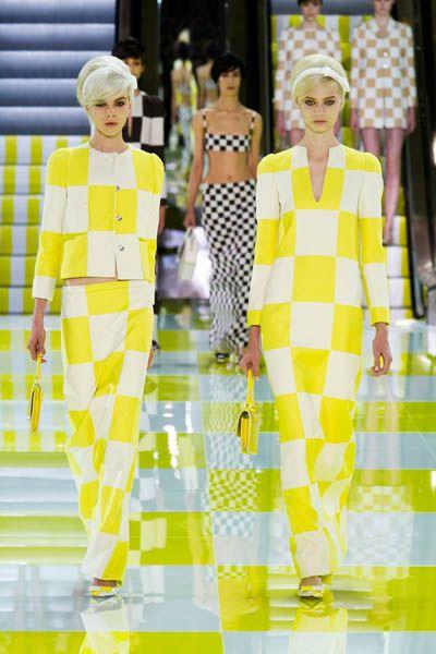 Yellow, Green, Pattern, Style, Dress, Runway, Fashion model, Fashion show, One-piece garment, Fashion,