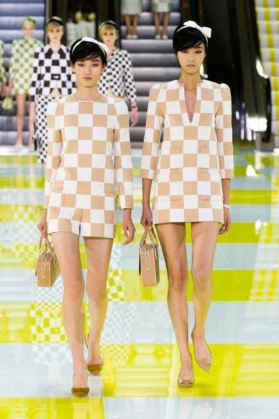 Eyewear, Leg, Yellow, Shoulder, Pattern, Bag, Hat, Style, Summer, Fashion model,