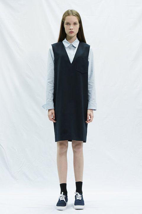 Sleeve, Shoulder, Collar, Joint, Style, Formal wear, Knee, Fashion show, Fashion model, Dress,