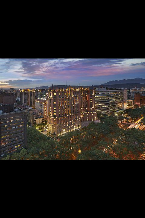 Neighbourhood, Urban area, City, Atmosphere, Metropolitan area, Residential area, Landscape, Town, Facade, Colorfulness,