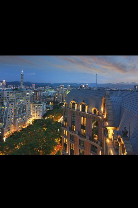 City, Neighbourhood, Town, Metropolitan area, Urban area, Cityscape, Metropolis, Landmark, Roof, Night,