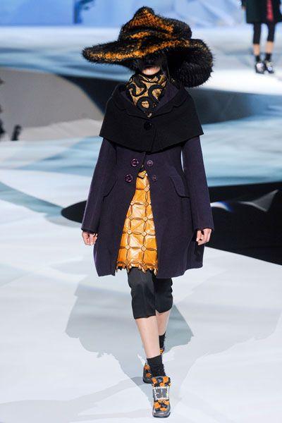 Hat, Textile, Outerwear, Winter, Style, Fashion show, Headgear, Costume accessory, Fashion, Knee,