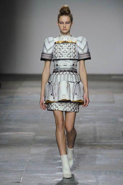 Clothing, Sleeve, Shoulder, Human leg, Joint, Fashion show, Style, Dress, One-piece garment, Fashion model,