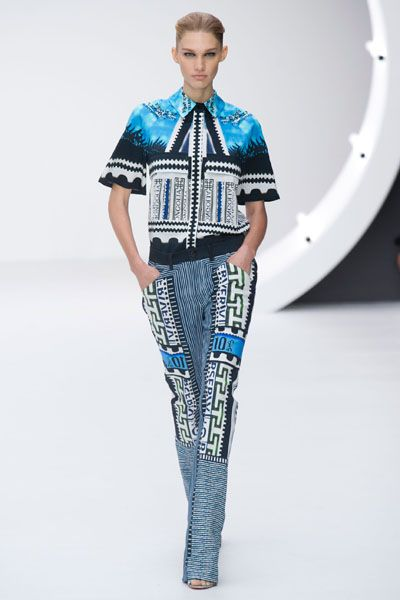 Blue, Sleeve, Shoulder, Standing, Joint, Style, Waist, Electric blue, Fashion show, Fashion,