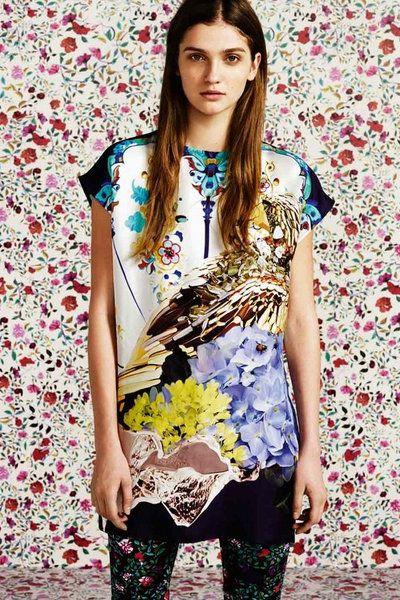 Sleeve, Textile, Pattern, Style, Fashion, Street fashion, Fashion model, Model, Long hair, Leggings,