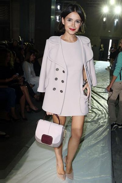 Clothing, Arm, Leg, Sleeve, Human body, Shoulder, Bag, Joint, Outerwear, White,