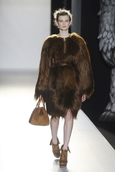 Brown, Textile, Fashion show, Fur clothing, Fashion model, Natural material, Fashion, Animal product, Liver, Costume design,