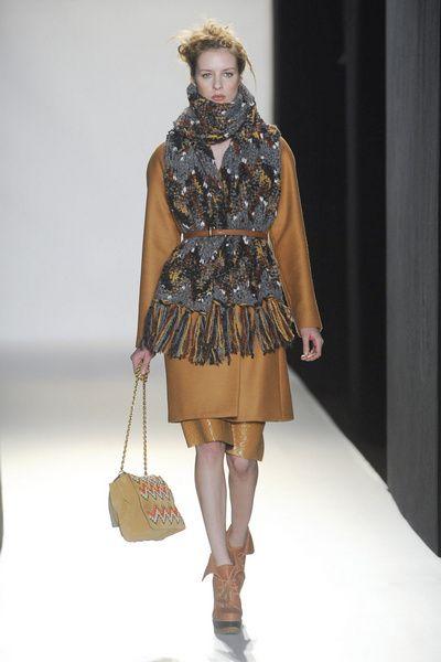 Clothing, Brown, Shoulder, Textile, Fashion show, Outerwear, Bag, Fashion accessory, Style, Fashion model,