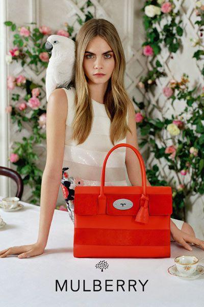 Bag, Beauty, Shoulder bag, Fashion, Luggage and bags, Holiday, Street fashion, Tote bag, Serveware, Interior design,