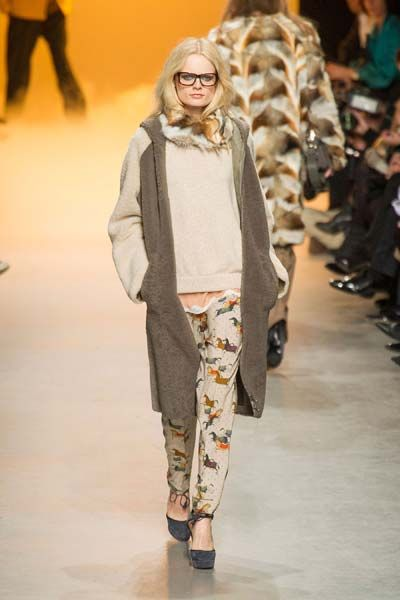 Leg, Brown, Shoulder, Joint, Outerwear, Fashion show, Style, Runway, Street fashion, Camouflage,
