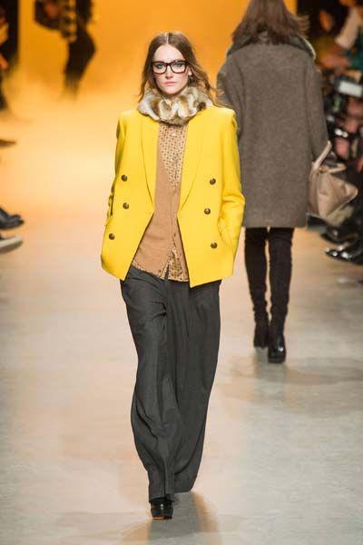 Footwear, Leg, Yellow, Sleeve, Human body, Trousers, Shoulder, Fashion show, Joint, Outerwear,