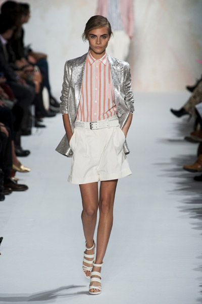 Clothing, Footwear, Leg, Fashion show, Sleeve, Shoulder, Runway, Joint, Outerwear, Fashion model,