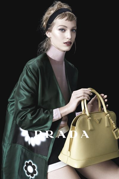 Sleeve, Bag, Textile, Outerwear, Style, Fashion accessory, Shoulder bag, Beauty, Khaki, Luggage and bags,