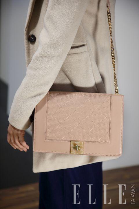 Sleeve, Textile, Bag, Outerwear, Style, Collar, Khaki, Shoulder bag, Fashion, Tan,