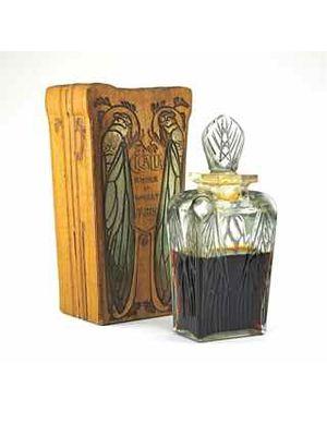 Wood, Wood stain, Hardwood, Rectangle, Still life photography, Cylinder, Artifact, Varnish, Drawing,