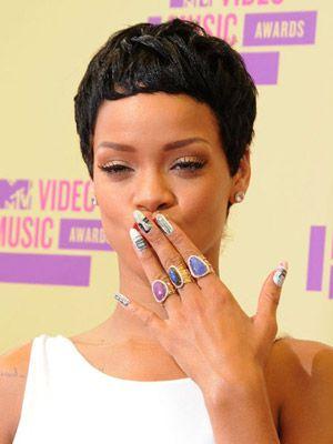 Finger, Hairstyle, Skin, Eyebrow, Eyelash, Style, Nail, Jewellery, Body jewelry, Beauty,