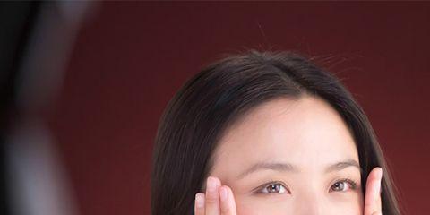Finger, Lip, Hairstyle, Skin, Eye, Forehead, Shoulder, Eyebrow, Elbow, Eyelash,