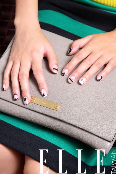 Finger, Wrist, Hand, Nail, Joint, Manicure, Nail care, Nail polish, Thumb, Cosmetics,