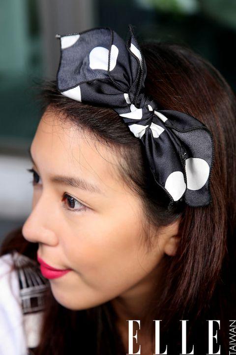 Hair, Lip, Hairstyle, Forehead, Hair accessory, Style, Fashion accessory, Beauty, Headgear, Headpiece,
