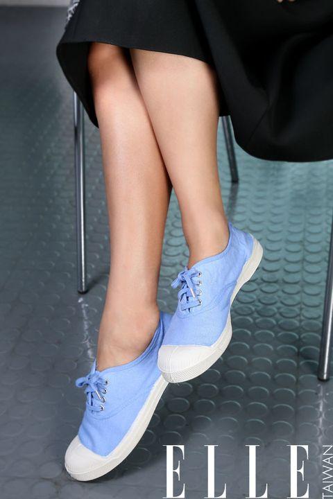 Human, Leg, Blue, Human leg, Shoe, Joint, Knee, Sock, Thigh, Fashion,