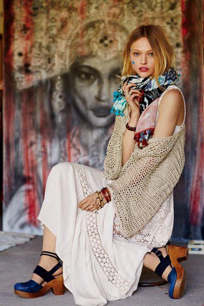 Clothing, Style, Street fashion, Fashion accessory, Beauty, Bag, Fashion, Pattern, Sandal, Fashion model,