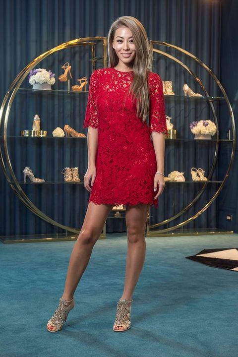 Dress, Human leg, High heels, One-piece garment, Fashion, Beauty, Waist, Long hair, Day dress, Sandal,