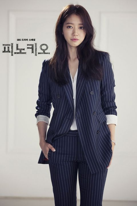 Clothing, Collar, Sleeve, Shoulder, Joint, Standing, Dress shirt, Outerwear, Formal wear, Style,