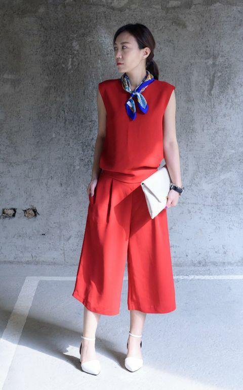 Sleeve, Shoulder, Joint, Dress, Standing, Human leg, Collar, Style, One-piece garment, Day dress,