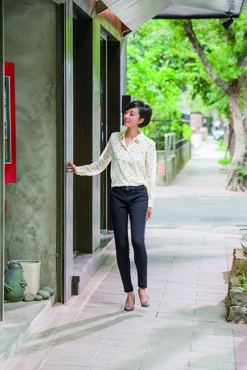 Clothing, Shoulder, Textile, Photograph, Joint, Standing, Denim, Style, Street fashion, Waist,