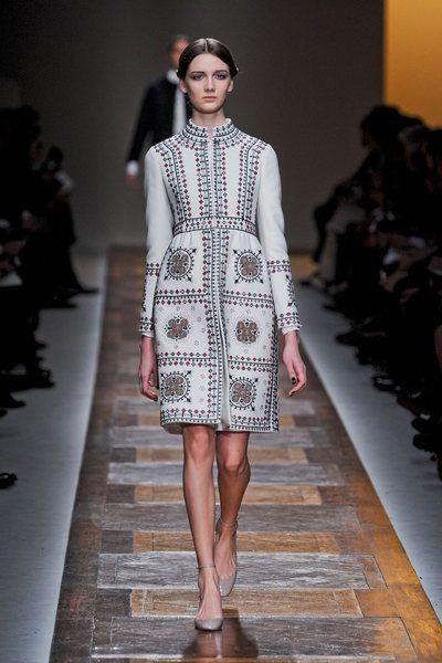 Clothing, Fashion show, Shoulder, Runway, Joint, Fashion model, Style, Dress, One-piece garment, Fashion,