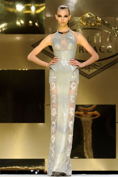 Shoulder, Fashion show, Style, Runway, Fashion model, Waist, Dress, Fashion, Model, Beauty,