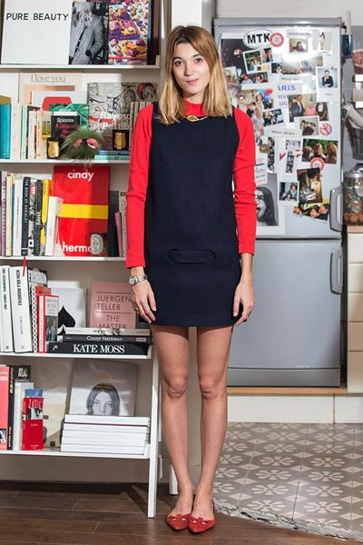 Human leg, Shoulder, Dress, Shelf, Red, Shelving, Style, Bookcase, Beauty, Fashion,