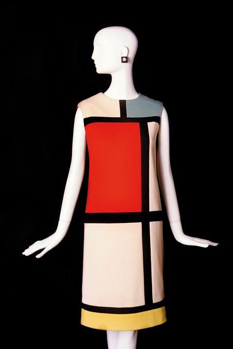 Shoulder, Standing, Joint, Waist, One-piece garment, Neck, Back, Day dress, Costume design, Cocktail dress,