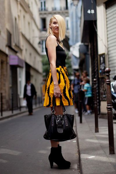 Street, Style, Street fashion, Waist, Fashion, Knee, Thigh, Fashion model, Costume, Blond,