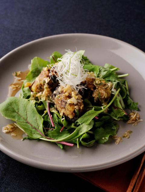 Food, Cuisine, Dishware, Ingredient, Leaf vegetable, Leaf, Tableware, Plate, Dish, Serveware,
