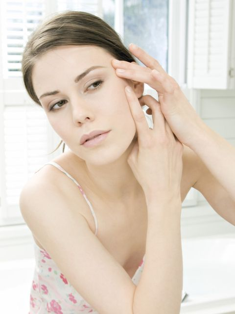 Finger, Lip, Hairstyle, Skin, Shoulder, Eyebrow, Eyelash, Joint, Wrist, Elbow,