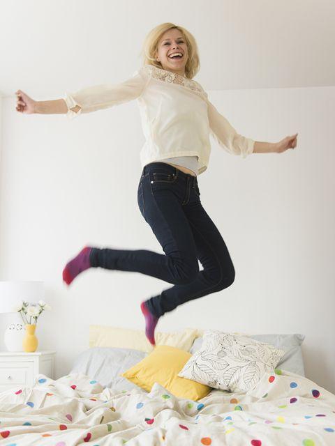 Arm, Sleeve, Trousers, Jeans, Textile, Shirt, Room, Denim, T-shirt, Linens,