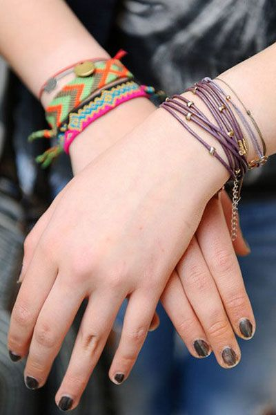 Finger, Skin, Wrist, Joint, Nail, Interaction, Pattern, Wristband, Fashion accessory, Magenta,
