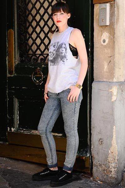 Clothing, Leg, Shoulder, Denim, Shoe, Joint, Human leg, Standing, Jeans, Style,