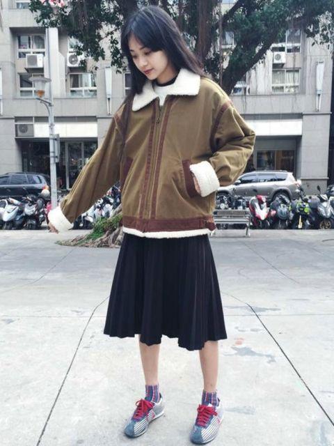 Sleeve, Window, Style, Street fashion, Street, Fashion, Auto part, Jacket, Maroon, Waist,